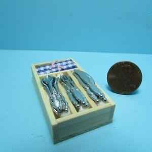 Dollhouse Miniature Wood Utensil and Napkin Holder B0457