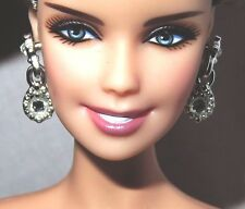 JEWELRY (E28)BARBIE DOLL MODEL MUSE KATE MIDDLETON ROYAL WEDDING PLASTIC EARRING