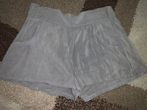 Charlotte Russe Pull On Pocketed Shorts Medium