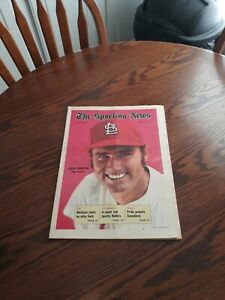 MAY 8,1971-THE SPORTING NEWS-STEVE CARLTON OF THE ST.LOUIS CARDINALS(MINT)