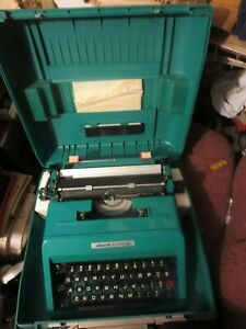 Olivette Manual Portable  Studio 45 Typewriter Green