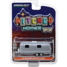 Greenlight 1971 Airstream Double Axle Land Yacht Silver 1:64 34040-B