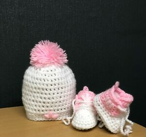 HANDMADE CROCHET BABY SHOES AND HAT  WOOL CASUAL BOOTS SLIPPERS TRAINERS