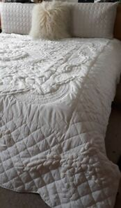 VINTAGE LGE KINGSIZE QUILTED COTTON BEDSPREAD THROW COVER IVORY CREAM EX DISPLAY