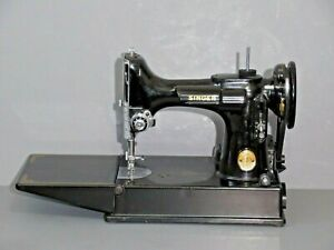 Vintage working Singer 1945 221Featherweight Sewing Machine with controller,case