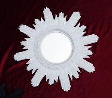 Specchi bianchi rotondi per la decorazione della casa