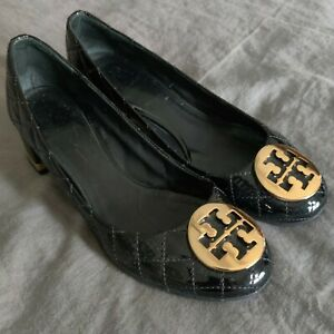TORY BURCH Black Patent Leather Quilted Pump Block Heel Gold Accents SZ. 9-9.5