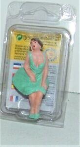 Elite Modelle G 1:22.5 Scale Lady Sitting Figure Model Railroad Train Diorama