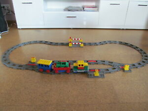 Elektrische Lego Duplo Eisenbahn, Zug, Lok mit 2 Waggon und Schienenkreis
