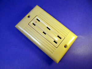 Vintage Sierraplex 1 Gang Ribbed Ivory Wall Plate + Outlet Receptacle