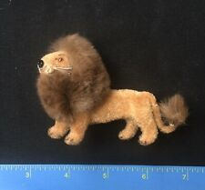VINTAGE HANDWORK KUNSTLERSCHUTZ FLOCKED Lion Putz WEST GERMANY