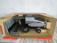 SCALE MODELS 1/24 ALLIS CHALMERS AGCO GLEANER R62 COMBINE FARM TOY