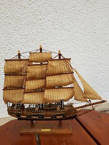 Segelschiff- Modell- Holz- BRIGANTIN-  XVIII e Siecle- ca.45x 39x9 cm