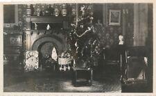 Snapshot intérieur maison bourgeoise noël 1933 sapin cadeaux jouets jeux décor