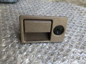 94 - 03 CADILLAC DEVILLE SEVILLE ELDORADO GLOVE BOX LATCH DOOR PULL HANDLE