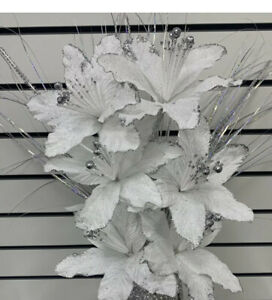 Bunch Of 6 White Artificial Flowers With Silver Bloomer To Go In The Vase
