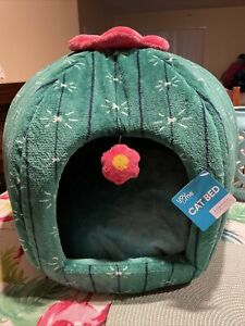 Green Cactus Flower Cat Bed, New 18.5 Dia x 14 High Adorable