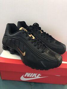 Nike Shox R4 (GS) trainers Black/metallic Gold shoes  size UK5.5