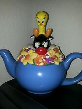 """1998 Sylvester and Tweety Bird Warner Brothers 8"""" tall Teapot"""