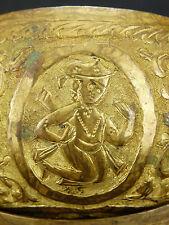 Coupe rituelle à offrande bronze ciselé .TOMBAK ?Art ottoman Turquie ? Perse ?