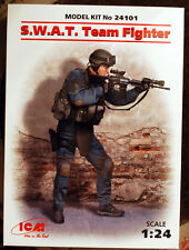 24101 ICM S.W.A.T. Team Fighter 1:24 neu 2017