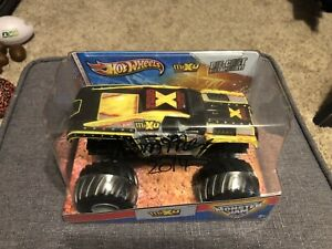 Autographed Tom Meents HOT WHEELS MONSTER JAM 1:24 MAX-D Glow 10 Time Champion