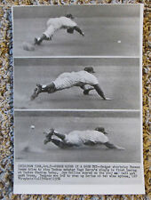 VINTAGE WIRE PHOTO 10/7/56 PEEWEE REESE CAN'T QUITE MAKE THE CATCH