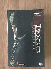 HOT TOYS 1/6 HARVEY DENT THE DARK KNIGHT