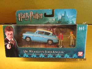 CORGI HARRY POTTER / Ford Anglia Car with Harry and Ron figures  boxed
