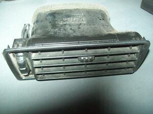 93 - 97 Volvo 850 dash vent valve (9145894 9144031) & housing grille