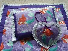 Biancheria da letto fatte a mano bambole carrozzina Patchwork Pannello Coperta Trapunta, cuscino & Heart charm set