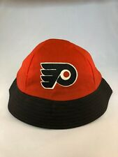 Bucket hat in Vintage Flyers