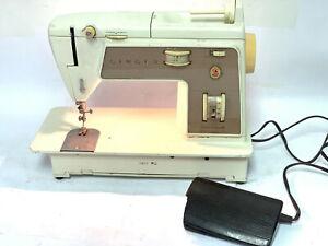 Singer Sewing Machine Golden Touch & Sew Model 758 Deluxe Zig Zag