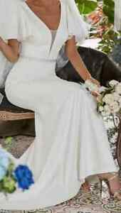 SIZE 8/10 WHITE BUTTERFLY SLEEVE RHINESTONE BELT DETAIL WEDDING/PROM DRESS