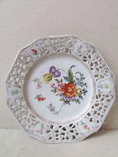 ancienne assiette en porcelaine ajourée decor floral epoque 1900