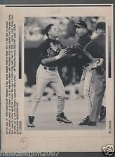 Roberto Alomar Umpire Spit 1996 Vintage A/P Laser Wire Photo with caption