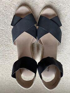 Diana Ferrari Wedges Size 41 BNWOT