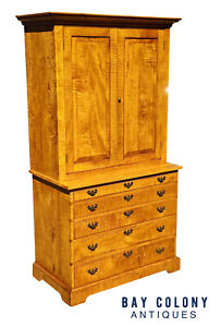 20TH C CHIPPENDALE ANTIQUE STYLE TIGER MAPLE 6 DRAWER TV CABINET / LINEN PRESS