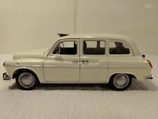 Austin FX4 Londres Taxi en una Cáscara Blanco 1:24 Escala de Metal Welly dc2337