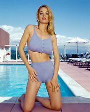 Jeri Ryan Unsigned 8x10 Photo (50)