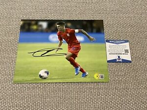 BECKETT COA! CHRISTIAN PULISIC Signed Autographed 8x10 Photo USMNT USA Soccer