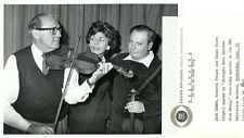 JACK BENNY ROBERTA PETERS ISAAC STERN VIOLINS CARNEGIE HALL 1961 CBS TV PHOTO