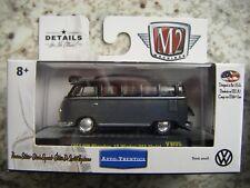 M2 MACHINES AUTO-THENTICS RELVW05 1958 VW MICROBUS 15 WINDOW U.S.A. MODEL