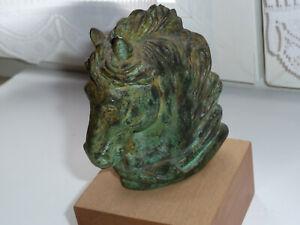 Belle tête de cheval en bronze à patine vert signé et numéroté,(134/500)