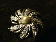 SILVERTONE  AND PEARL BROOCH PIN (1)