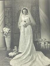 Vintage Photograph Bride Bridal Wedding Studio 1940s 25356