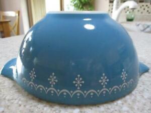 #442 BLUE w/ White SNOWFLAKE Vtg PYREX Nesting MIXING BOWL 1-1/2 QT
