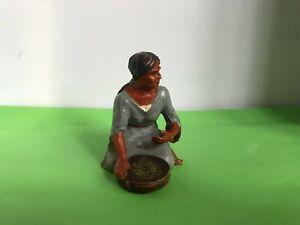 Elastolin Indianer Squaw sitzend mit Schale - Wildwest Kunststofffigur 7cm,
