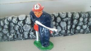 VINTAGE**BARCLAY #852 FIREMAN WITH HOSE VERY GOOD PAINT MANOIL