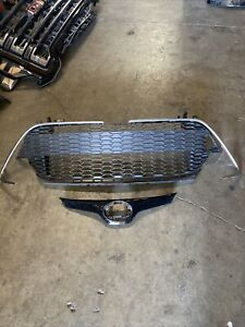 2019 2020 Toyota Corolla Hatchback Front Grills W Chromes Used Oem